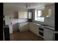 3 bedroom flat in Gosling Way, London, SW9 (3 bed)