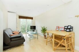 LOVELY MODERN 2 BED! PERFECT FOR A COUPLE OR SMALL FAMILY! £350