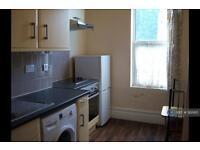 1 bedroom flat in Camrose Street, London, SE2 (1 bed)