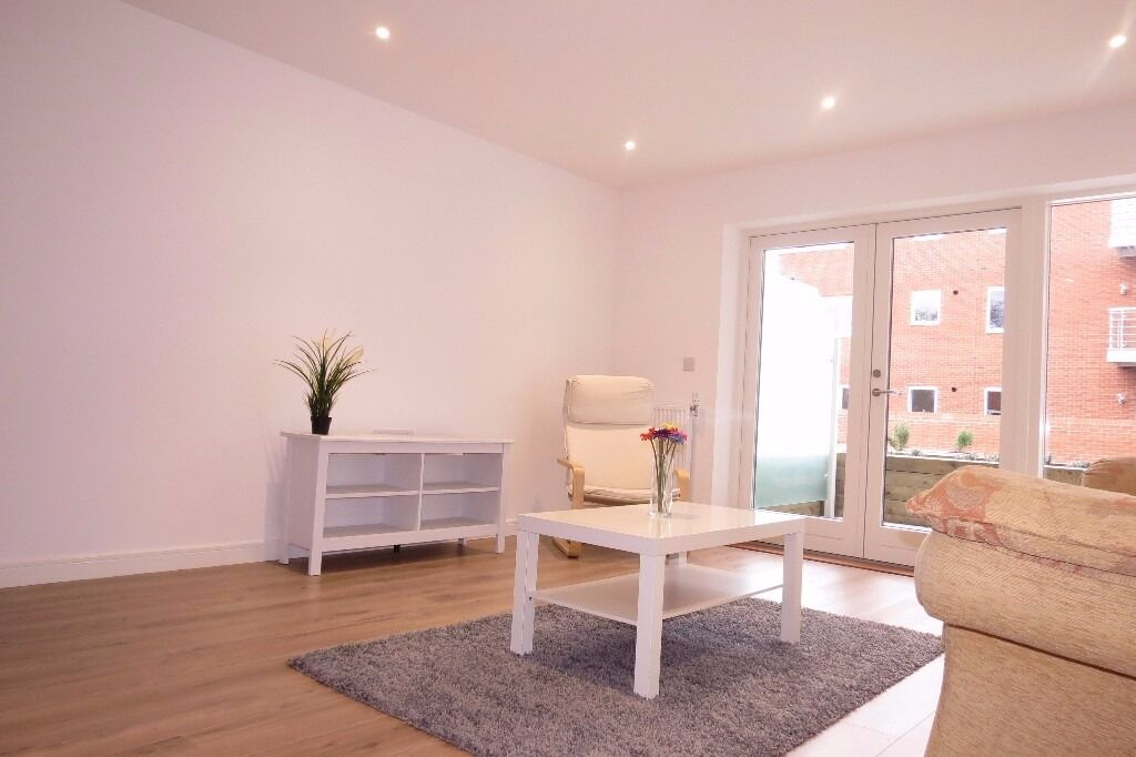 AVAILABLE MODERN 1 Bed Flat in Kingston Road, Wimbledon Chase, London, SW20!!