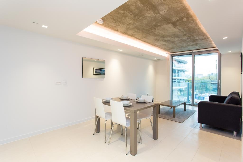 1 bedroom flat in Hoola, East Tower, Royal Docks E16