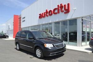 2014 Chrysler Town & Country Touring | Leather | Game Station |