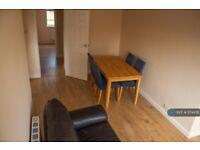 2 bedroom flat in Meadow Court, Hounslow, TW3 (2 bed) (#1174478)