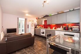 NO TENANCY FEES!! 4 BED FURNISHED SEMI-DETACHED HOUSE - VAUXHALL