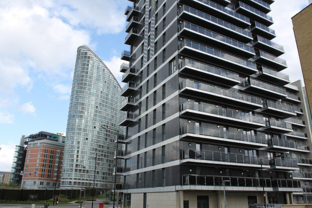 # Amazing 2 bed 2 bath available soon in great loacation - walking distance to South Quay DLR!!