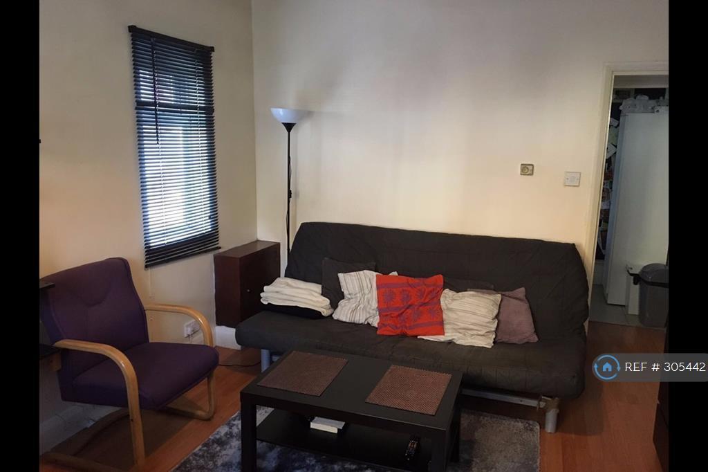 1 bedroom flat in Locket Road, Harrow, HA3