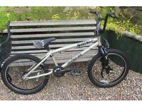 Bike Mongoose Villain bmx (excellent condition)
