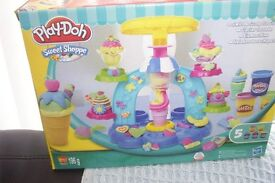 Play-Doh Swirl & Scoop Sweet Shop Ice Cream Playset Modelling Dough bnib.