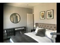 3 bedroom flat in Lupus Street, London , SW1V (3 bed)