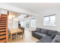 2 bedroom flat in Alphabet Square, London, E3 (2 bed)