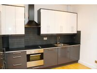 LOCATION LOCATION -MUST SEE!! Stunning 2 Bed Apartment North London