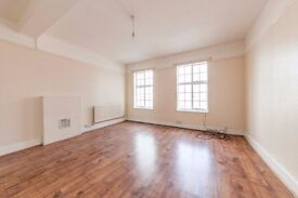 High Street - EXTREMELY LARGE 3 BEDROOM FLAT PERFECT FOR COMMUTERS - AMAZING PRICE !! MUST BE SEEN