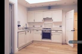 1 bedroom flat in Weston Green Road, Surrey, KT7 (1 bed)
