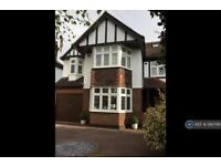5 bedroom house in Stewart Avenue, Upminster, RM14 (5 bed)