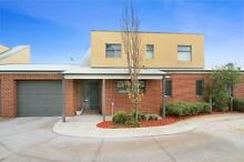Stunning, Spacious &  Furnished Townhouse (Short Term Available) Reservoir Darebin Area Preview