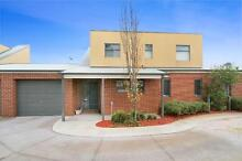 Stunning,Spacious & Furnished Townhouse (Short Term Avail) Reservoir Darebin Area Preview