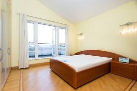 *Amazing Penthouse 2 Bed - 2 Bathroom - Leisure Facilies - Concierge - Next to DLR Facilites *