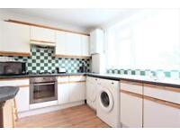 3 bedroom flat in Streatham High Road, Streatham SW16