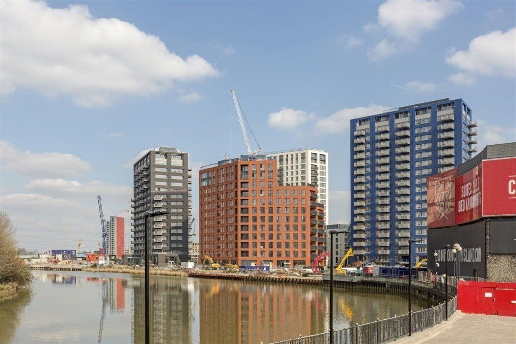 # Beautiful brand new 1 bed available now - City Island - Canning town!!!