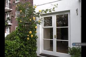 Studio flat in Brompton Park Crescent, London, SW6