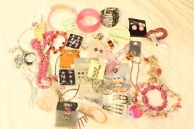 Mini Job Lot Mixed Jewellery (28241), Delivery available Worldwide.