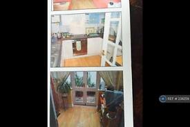 2 bedroom flat in Castle Walk, Reigate, RH2 (2 bed)