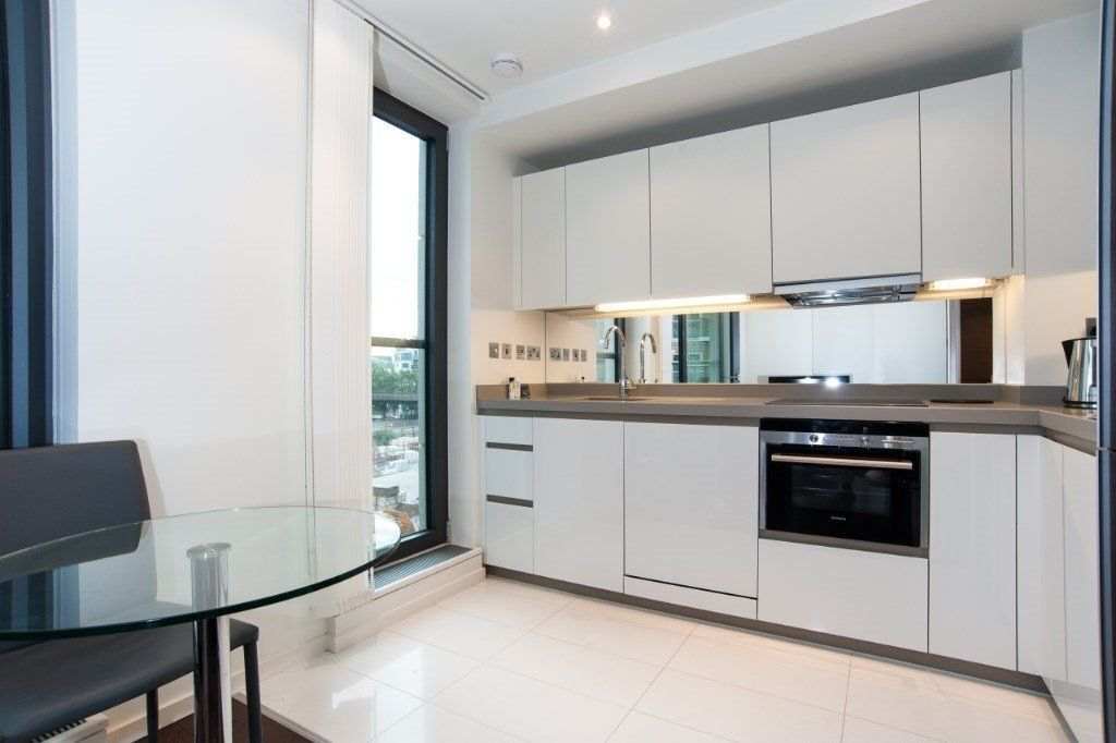 *LUXURY 1 BED TO RENT IN BALTIMORE WHARF CANARY WHARF E14 £370PW!