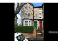 1 bedroom flat in Cromwell Road, Scarborough, YO11 (1 bed)