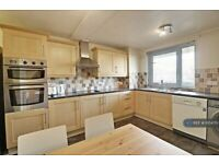 3 bedroom flat in Sheffield Square, London, E3 (3 bed) (#1054751)