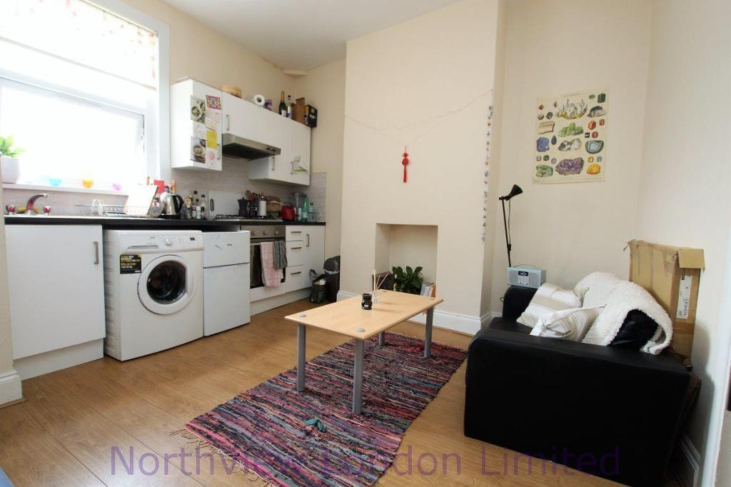 2 bedroom flat in Hornsey Road, Finsbury Park, N4