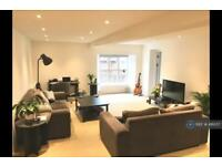 2 bedroom flat in St. Gabriels Manor, London, SE5 (2 bed)