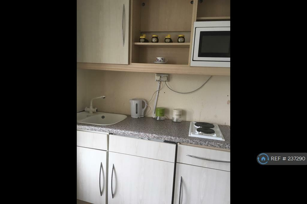 1 bedroom in Finchley Road, London, NW11