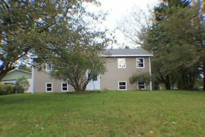 4 BDRM HOUSE** 23 Phillips Drive~Beautiful Quispamsis Home