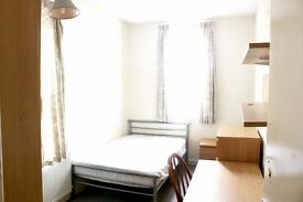 Beautiful Double Bedroom in Earlsdon ***Available Now***