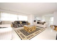 3 bedroom flat in Barrydene, Oakleigh Road North, London, N20