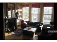 4 bedroom flat in Victoria Mansions, London, N7 (4 bed)