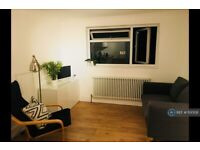 3 bedroom flat in Stratford, London, E15 (3 bed) (#1130128)