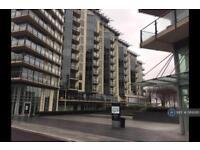 2 bedroom flat in Battersea Reach, London, SW18 (2 bed)