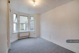 1 bedroom flat in Walthamstow, London, E17 (1 bed) (#1232797)