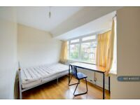 1 bedroom in The Bittoms, Kingston Upon Thames, KT1 (#972737)