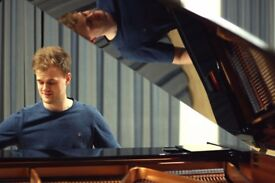 Modern Piano Tuition with Experienced and Friendly Tutor!