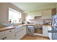 2 bedroom flat in Oakley Close, Isleworth, TW7 (2 bed)