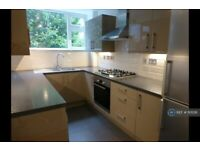 2 bedroom flat in Langham Gardens, London, W13 (2 bed) (#1101218)