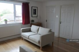 2 bedroom flat in Adelaide Road, Surbiton, KT6 (2 bed) (#1117209)