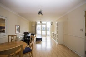 SPACIOUS 2 BEDROOM APARTMENT IN ISLE OF DOGS E14- LANGBOURNE PLACE ONLY £400.00PW