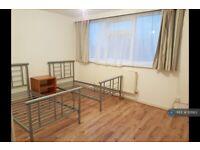 3 bedroom flat in Manor Parade, Hayes, UB3 (3 bed) (#1121163)