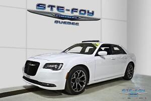 2015 Chrysler 300 S ** Toit ouvrant panoramique ** Bluetooth **