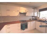 2 bedroom house in Stephenson Drive, Windsor, SL4 (2 bed)