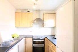 Large apartment situated on the second floor of this well maintained private development