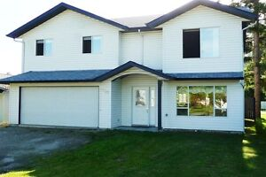 Spacious Shuswap Home close to Canoe Beach